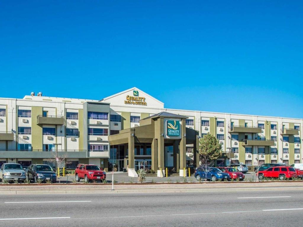 Best Price on Quality Inn and Suites Denver Stapleton in ...