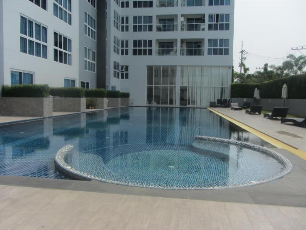 مسبح نوفانا ريزدنس باي باتايا ليتينجز (Novana Residence by Pattaya Lettings)