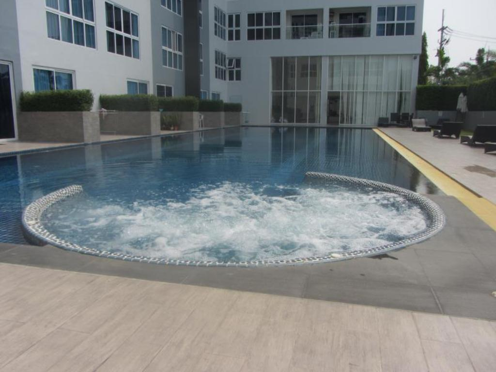 Kolam renang Novana Residence by Pattaya Lettings