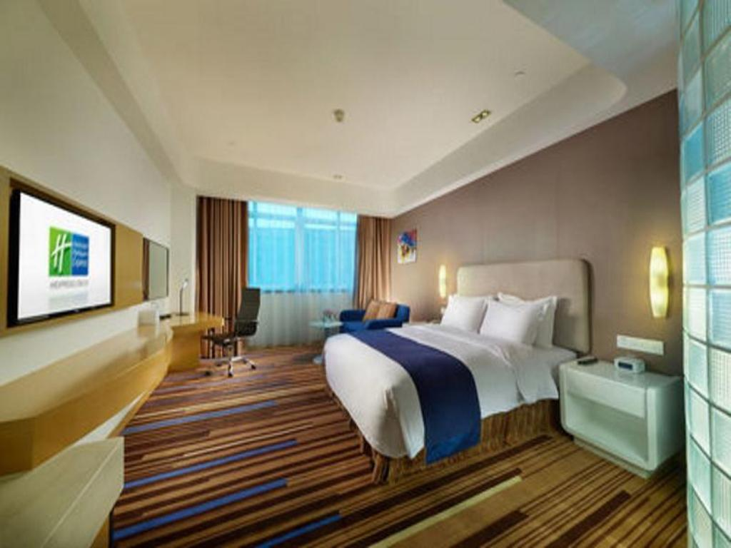 1 Queen Bed Standard - Guestroom Holiday Inn Express Nantong Downtown