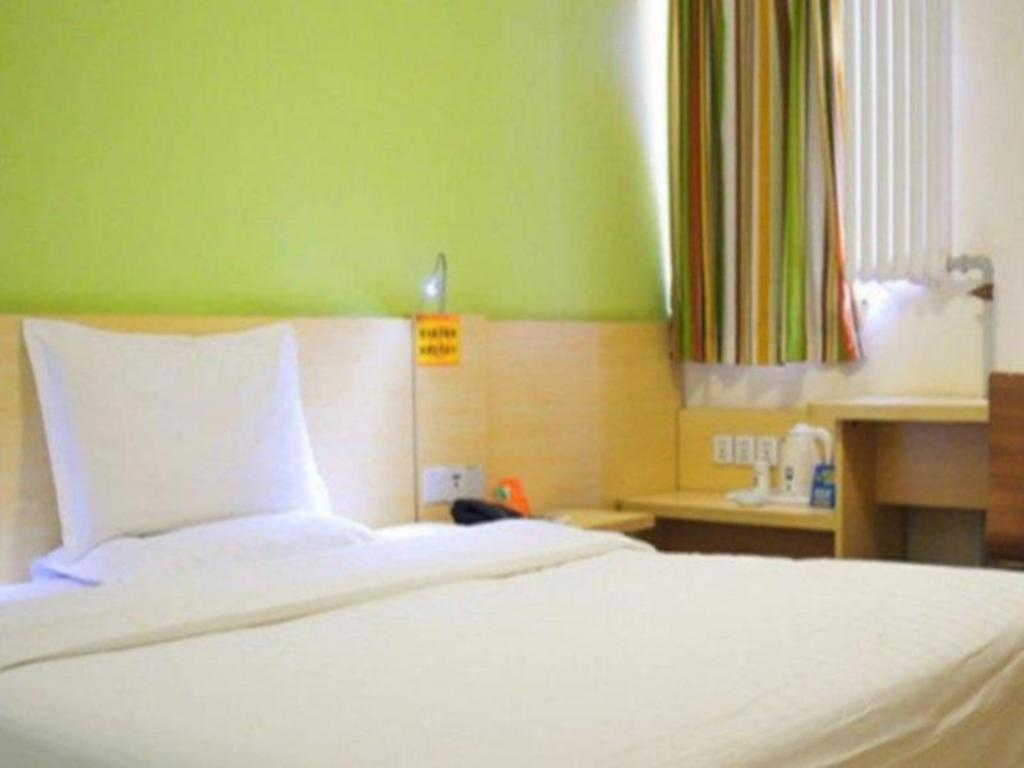 Standard King Room - Bed 7 Days Inn Shenzhen Luohu Chunfeng Road Westward Branch