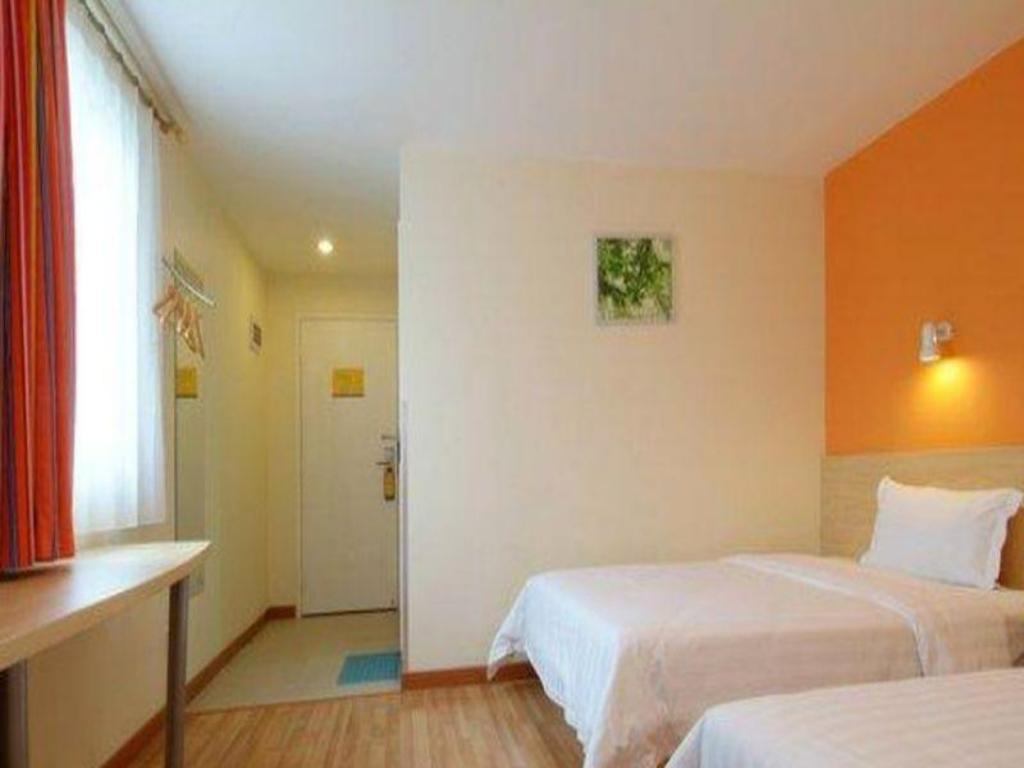 Twin Room - Domestic Residents Only - Guestroom 7 Days Inn Linhe Railway Station Branch
