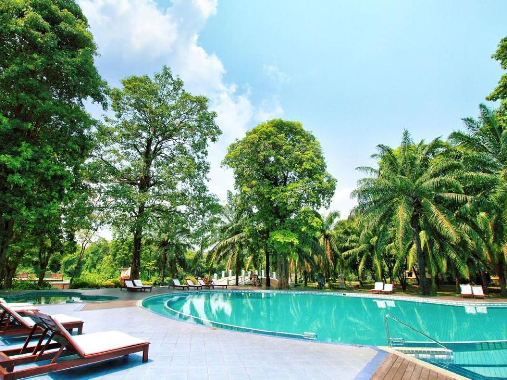 Swimming pool Pung-waan Resort & Spa