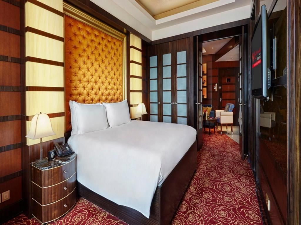 Deluxe Suite - Bed Resorts World Sentosa - Crockfords Tower
