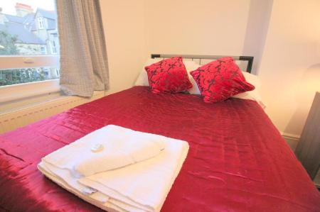 Double Bed The Cosy 2 Bedroom - Peymans