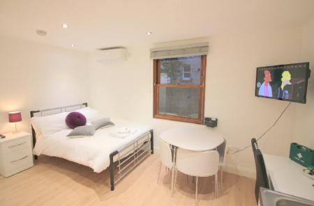 Double (1 Adult) The Cosy 2 Bedroom - Peymans