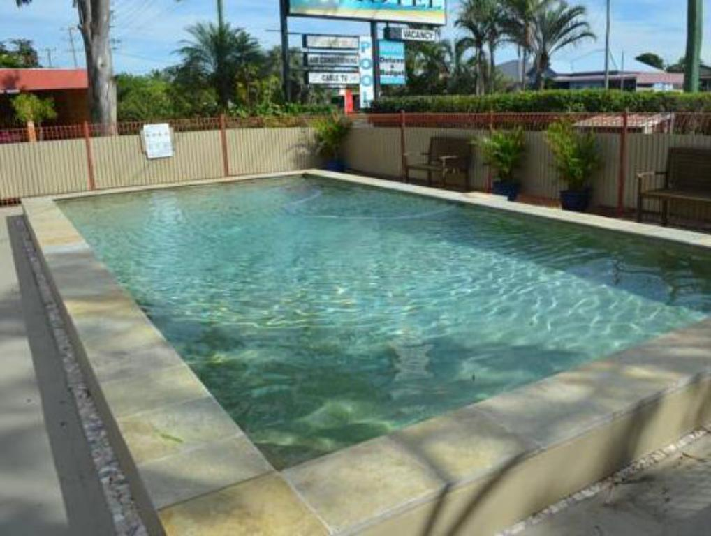 Pool Chaparral Motel