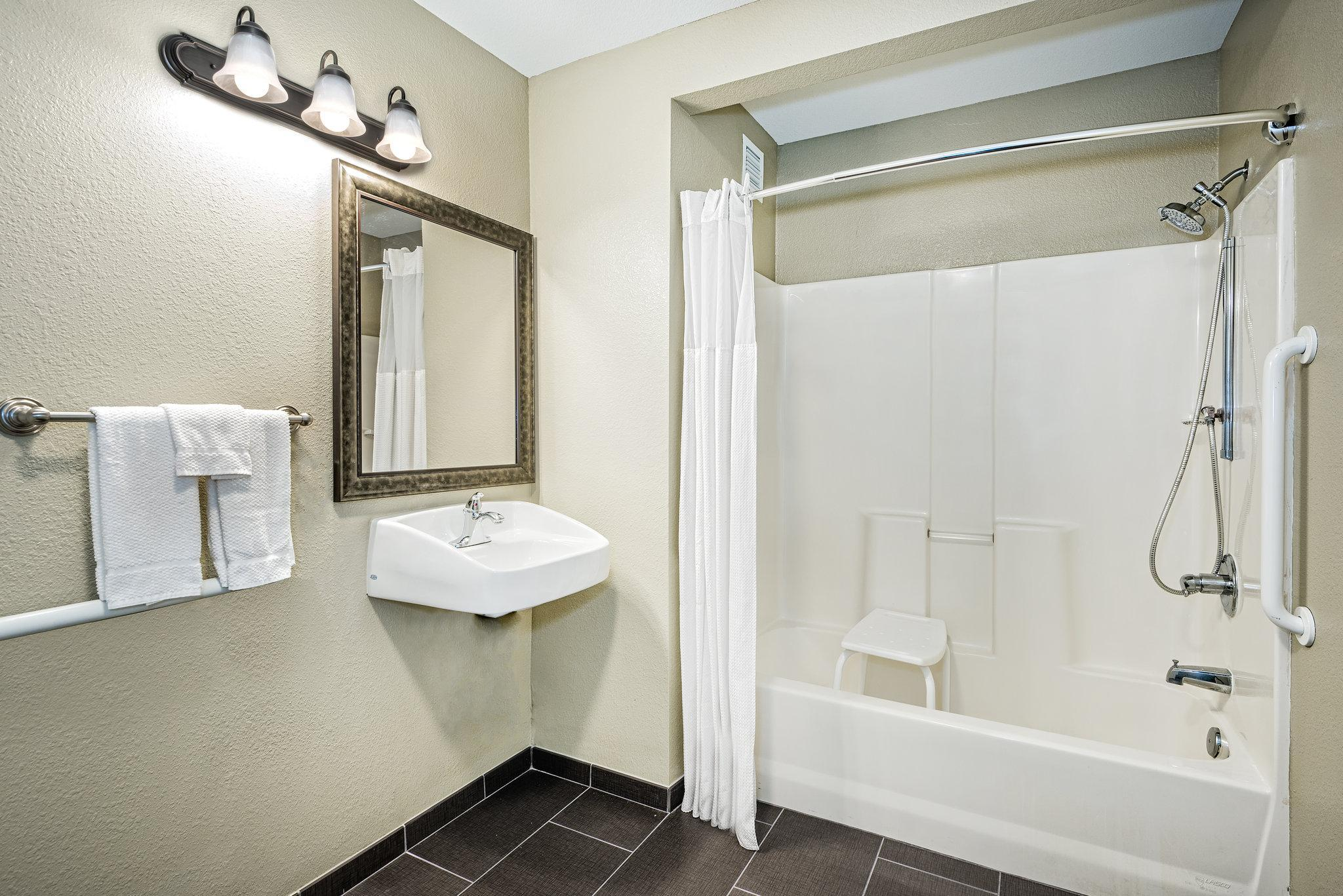 Suite with Bathtub - Mobility and Hearing Accessible, Non-Smoking (Suite Hearing Mobility Accessible Tub Non-Smoking)