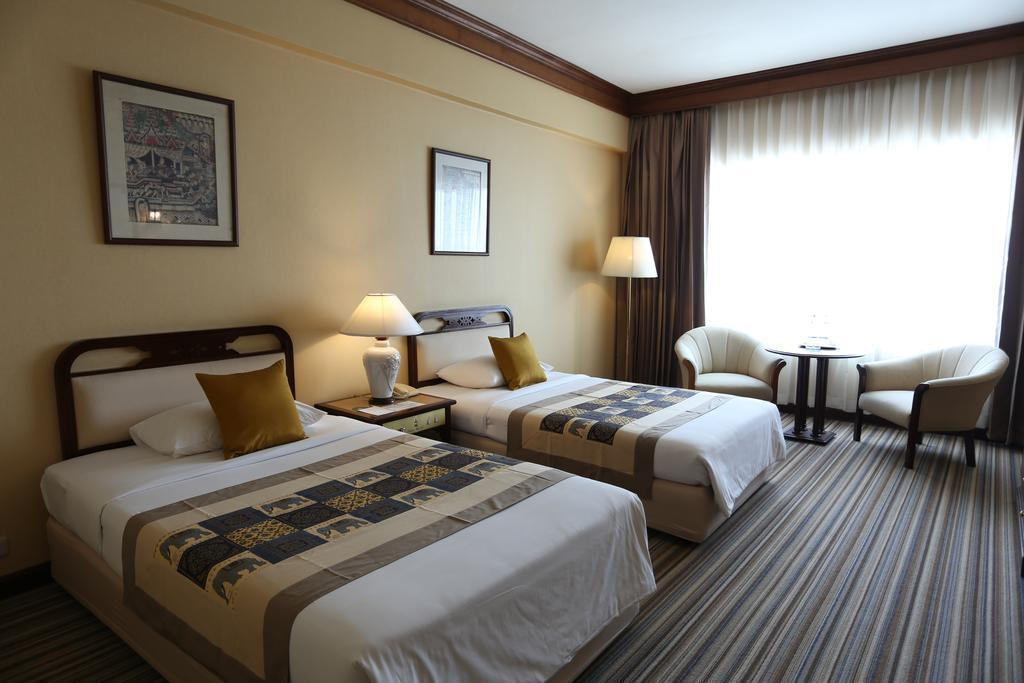 Superior Twin Room for 1 Person - Bedroom Chiang Mai Plaza Hotel