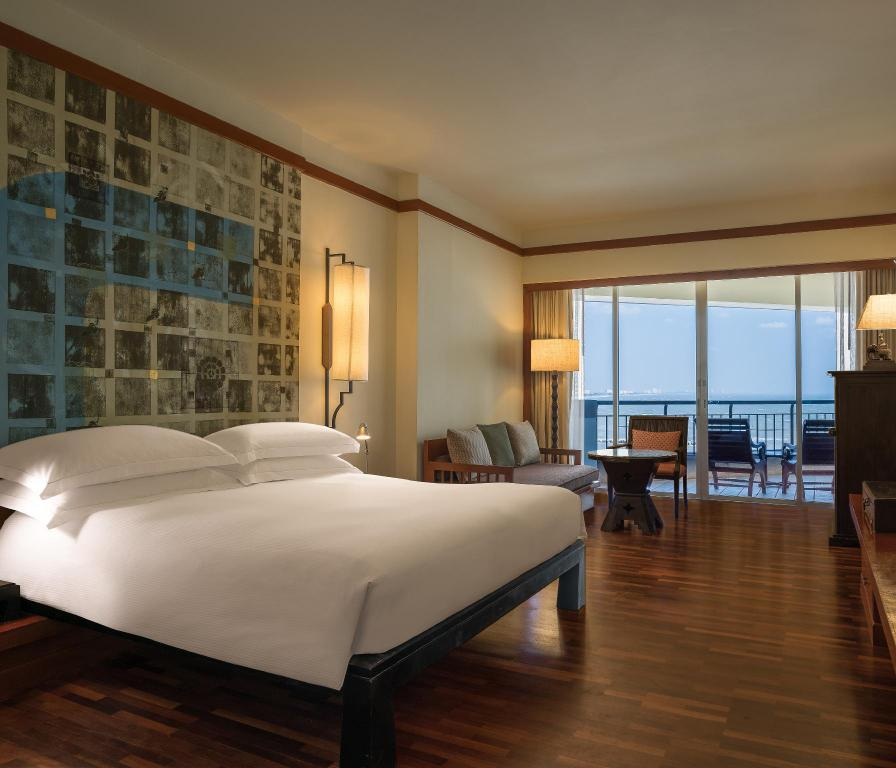 King Classic Ocean View - Bedroom Hilton Hua Hin Resort & Spa
