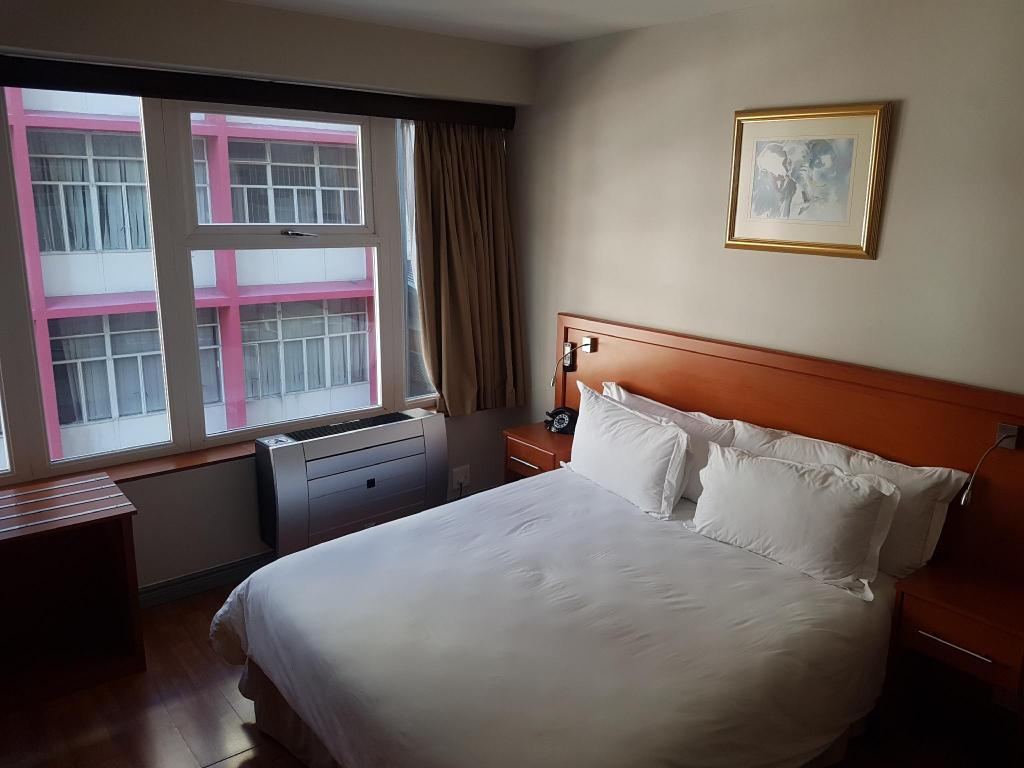Single Room - Bed Parliament Hotel