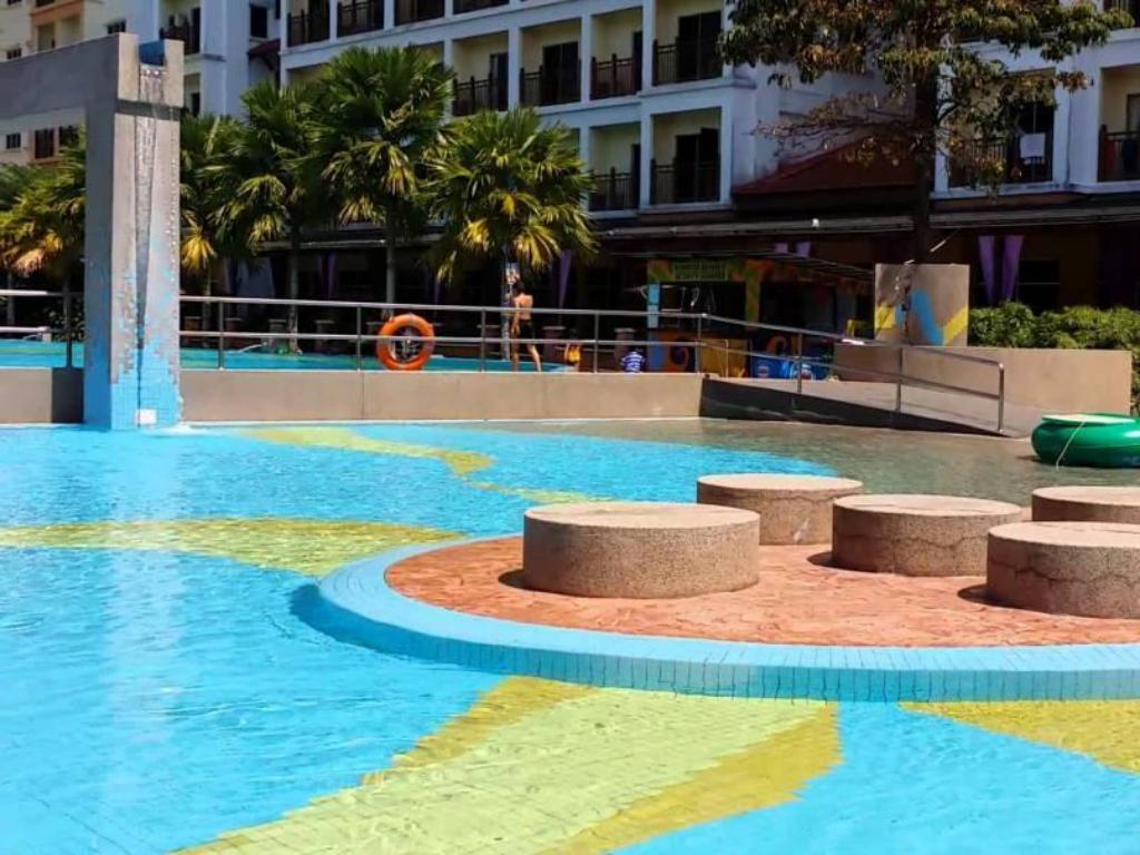 Swimming pool Suria Apartment Bukit Merah Laketown