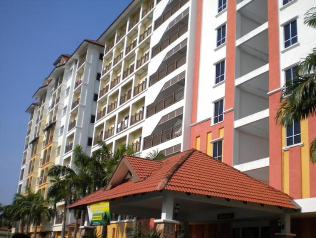 Entrance Suria Apartment Bukit Merah Laketown