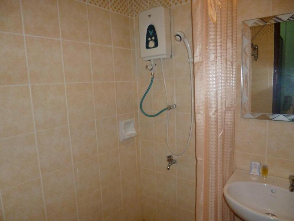 Studio Apartment - Bathroom Suria Apartment Bukit Merah Laketown