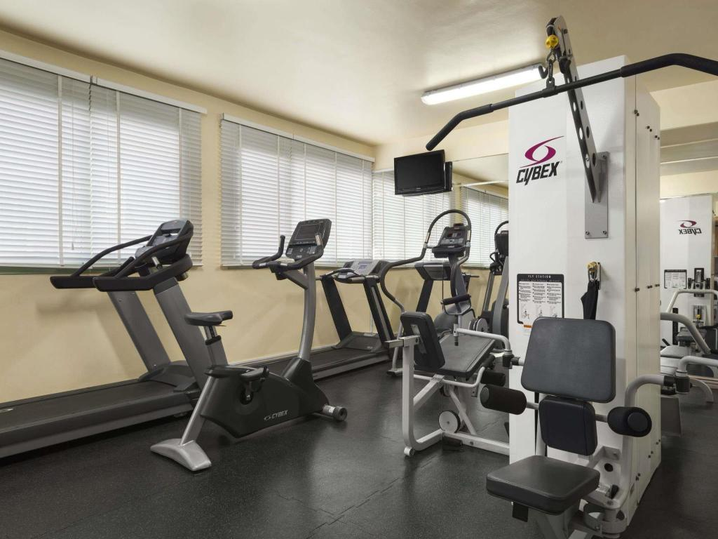 Fitness center Howard Johnson Hotel