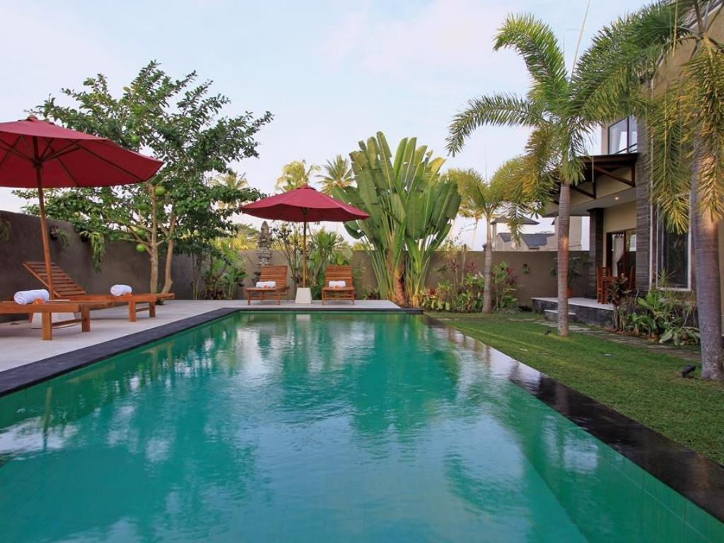 Swimming pool Nang Ade Villa