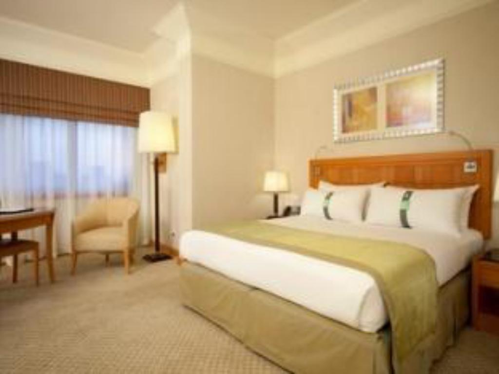 Superior Suite with King Bed - Guestroom Holiday Inn Citystars