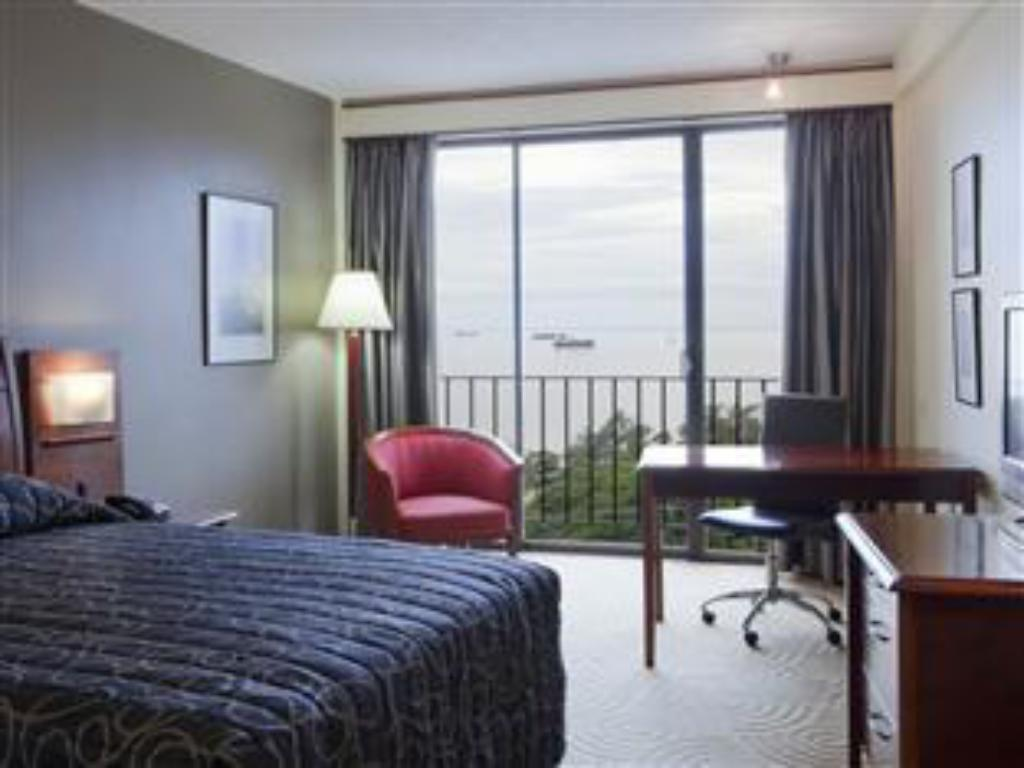 1 Queen Bed Superior Non-Smoking - Guestroom Crowne Plaza Port Moresby