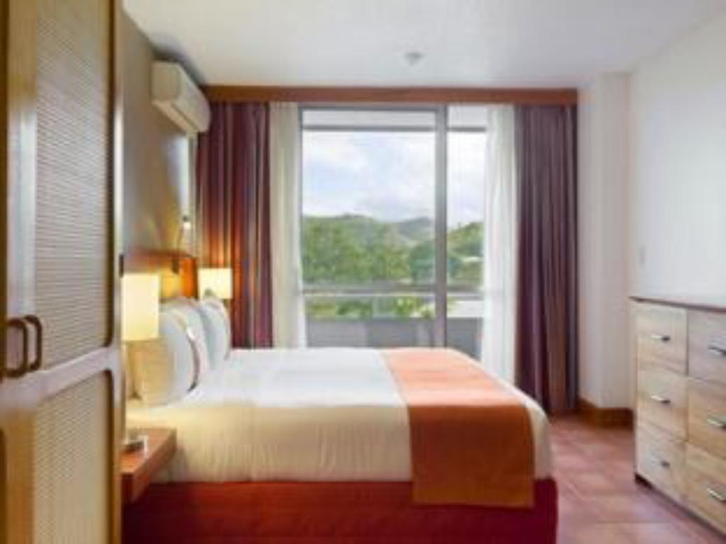 1 Double Bed Guest Room Smoking - Guestroom Holiday Inn & Suites Port Moresby