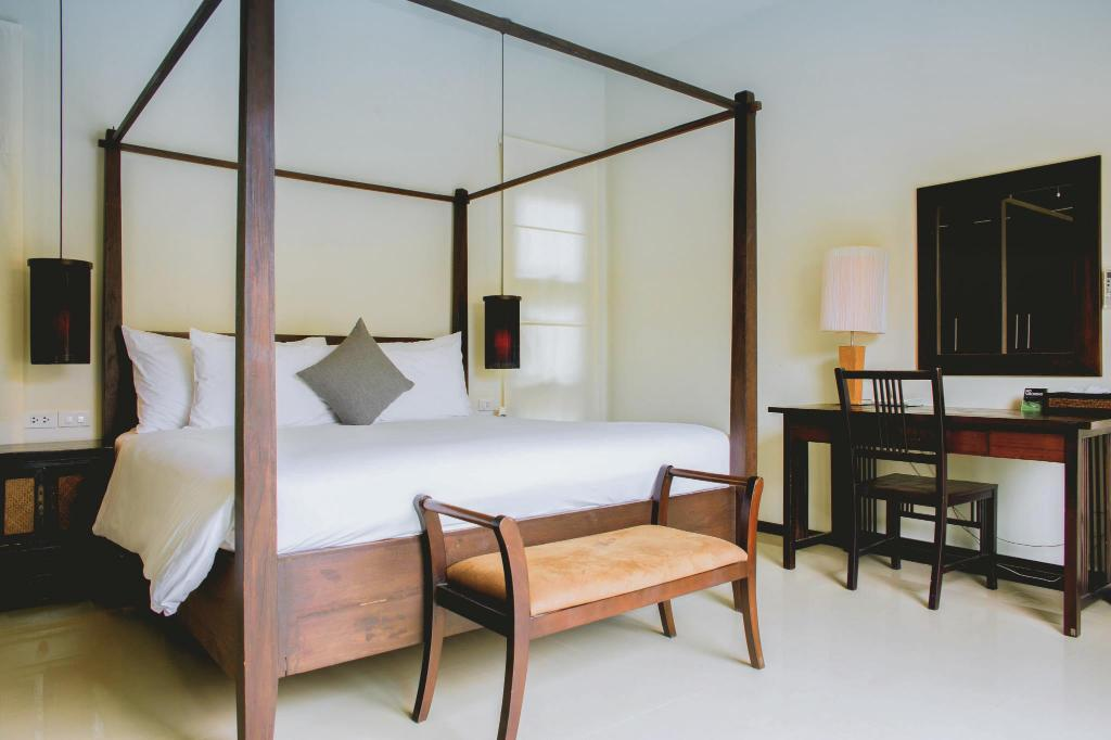 Schlafzimmer Buddha Style | Das Two Villas Holiday Oriental Style Nai Harn Beach In Phuket Buchen