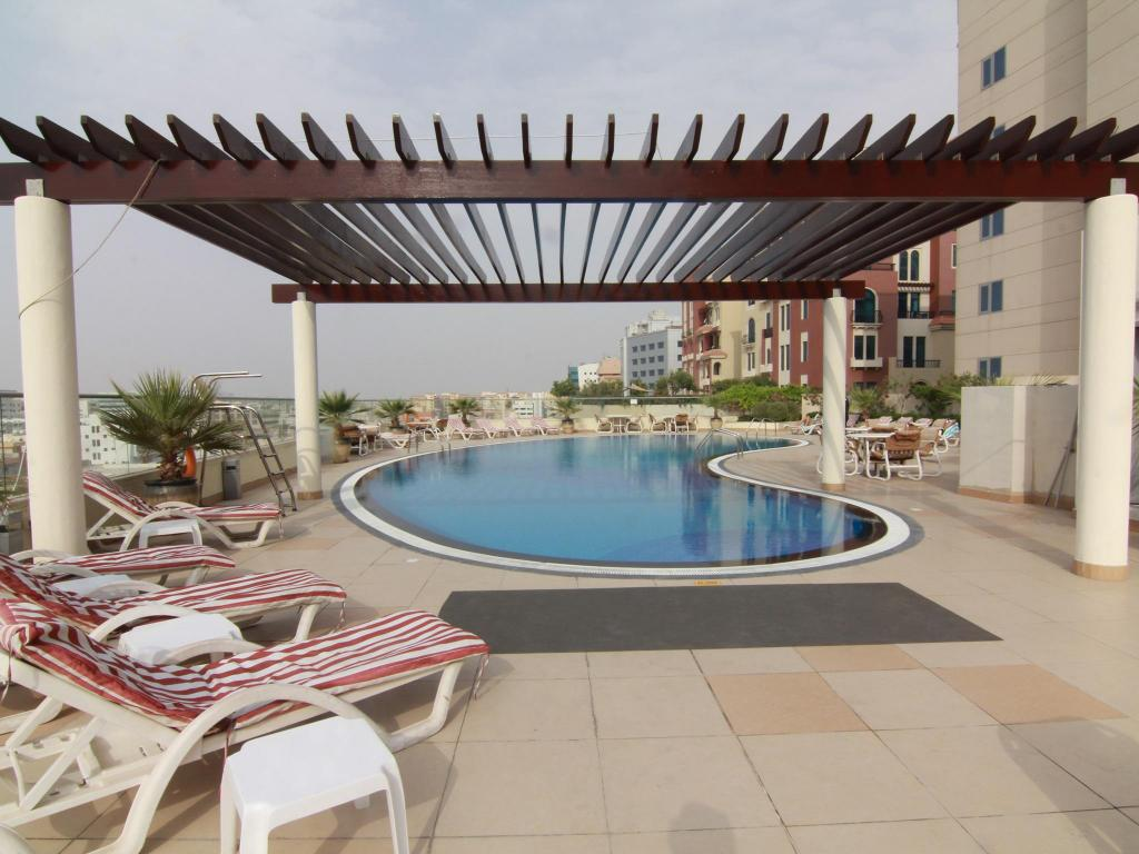 Swimming pool StarMetro Deira Hotel Apartments