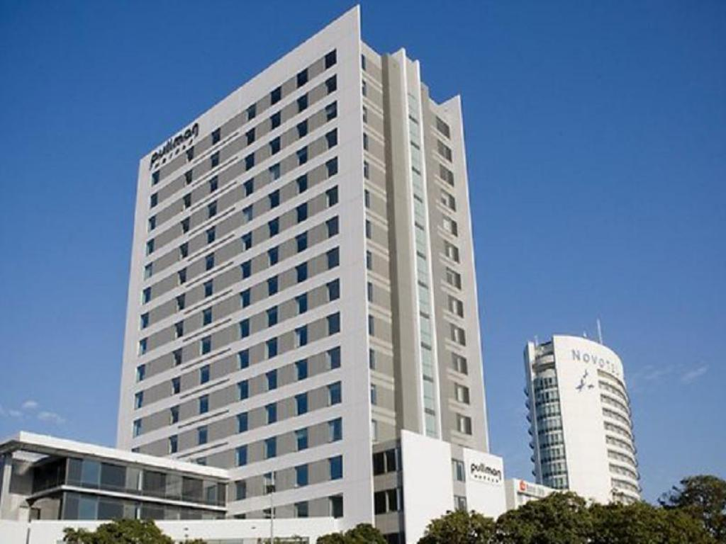 Spacious Wheelchair Accessible - Hotel building Pullman at Sydney Olympic Park Hotel