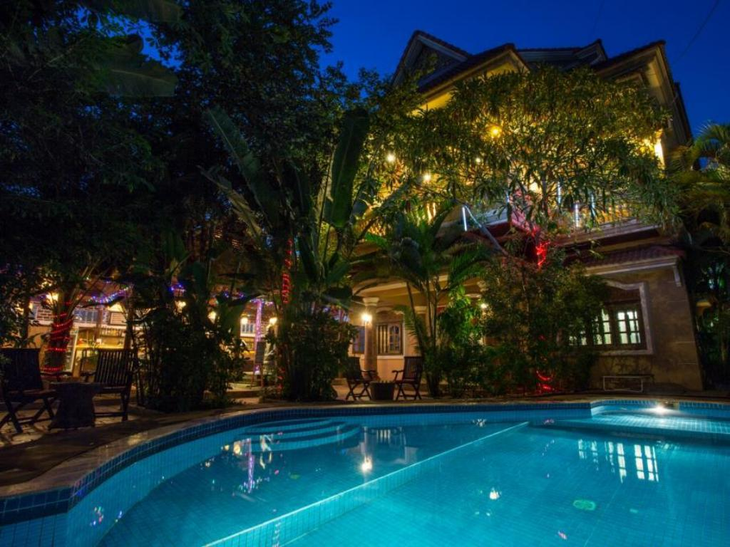 More about Le Tigre Hotel