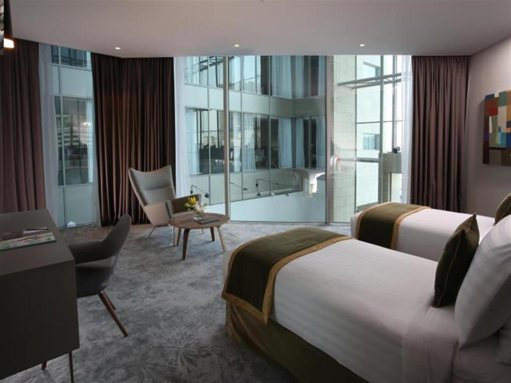 Standard Room With Two Single Beds - Guestroom Ibis Styles Dubai Jumeira