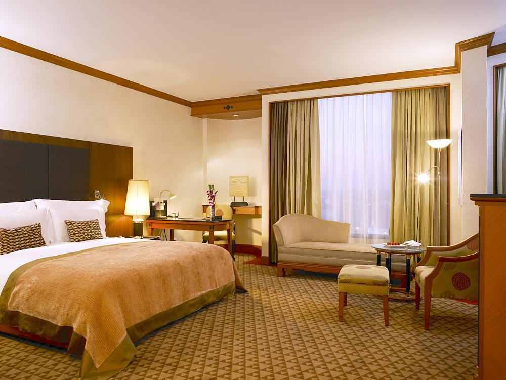 Suite Deluxe dengan Ranjang King (Deluxe Suite with King Bed)