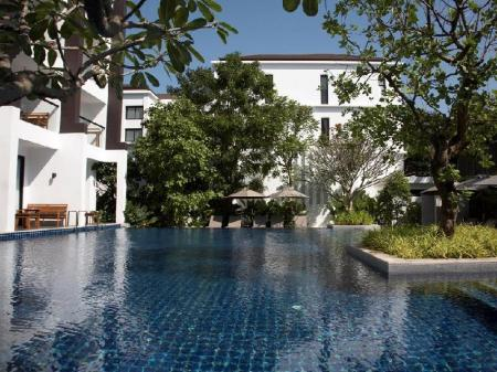 Swimming pool Woodlands Suites Serviced Residences