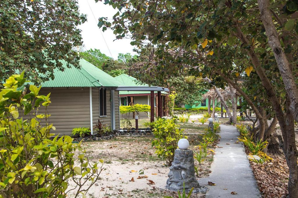 Sea View Bungalow - Exterior view Barefoot Kuata Island