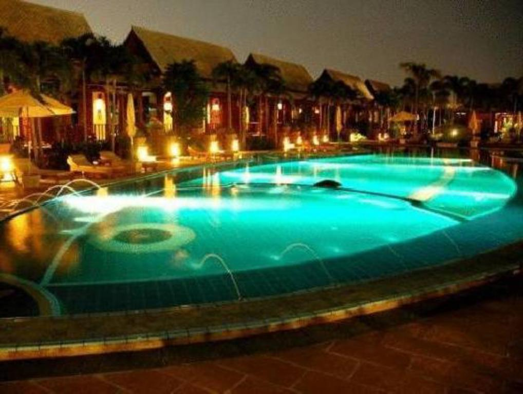 Swimming pool Botany Beach Resort