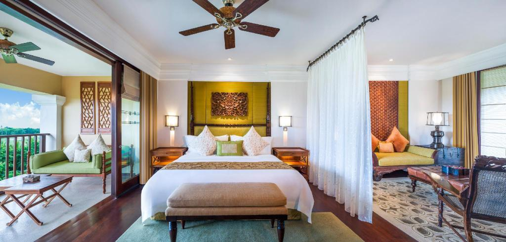 St Regis Suite, 1 Bedroom Suite, 1 King, Balcony - Bed The St. Regis Bali Resort