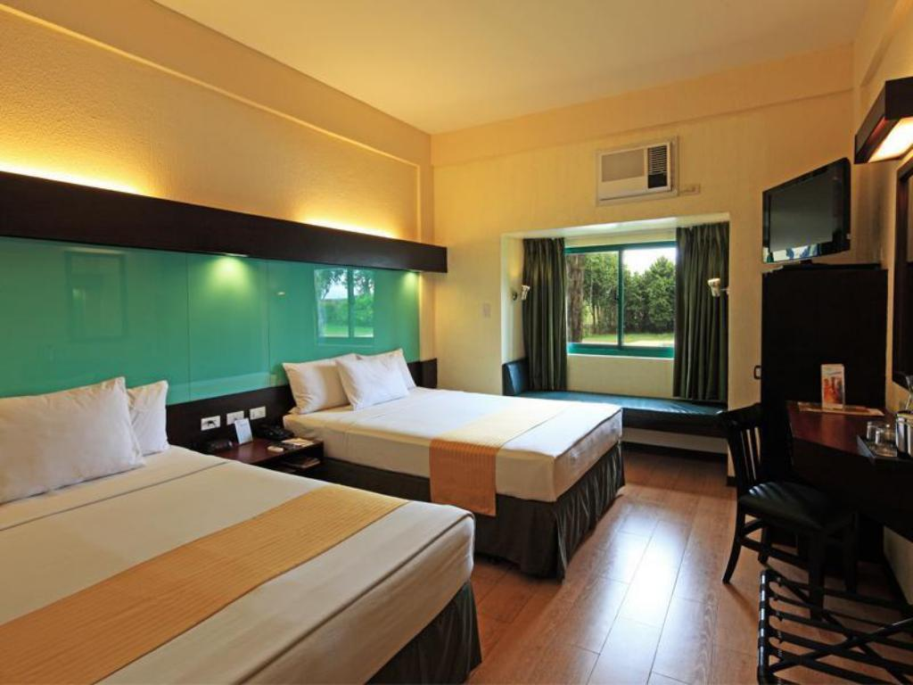 2 Queen Beds Room - Guestroom Microtel by Wyndham Cabanatuan