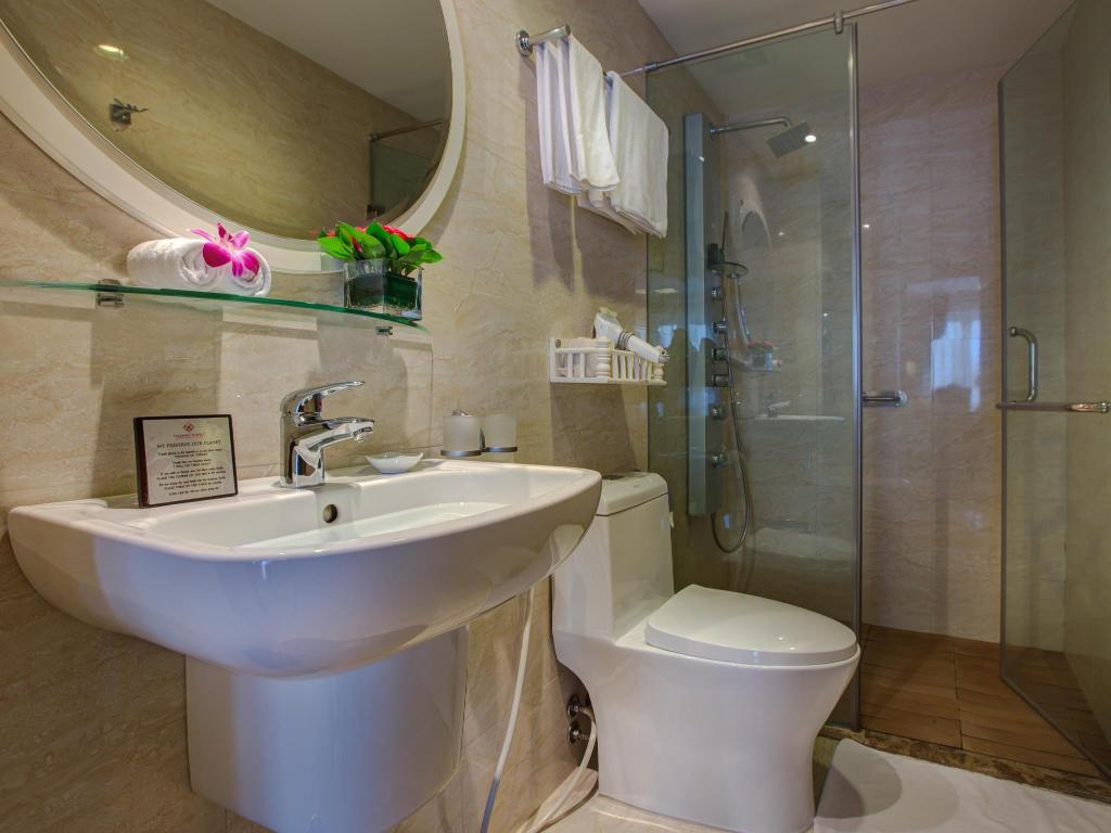 Bathroom La Storia Ruby Hotel