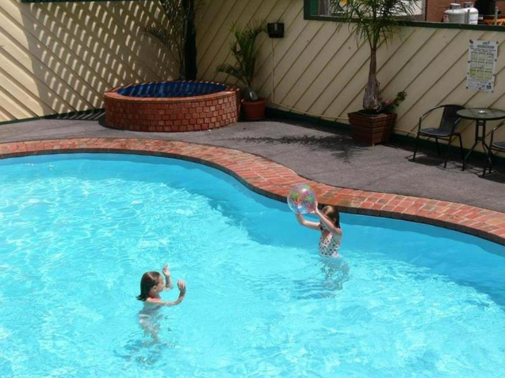 Swimming pool Best Western Travellers Rest Motor Inn