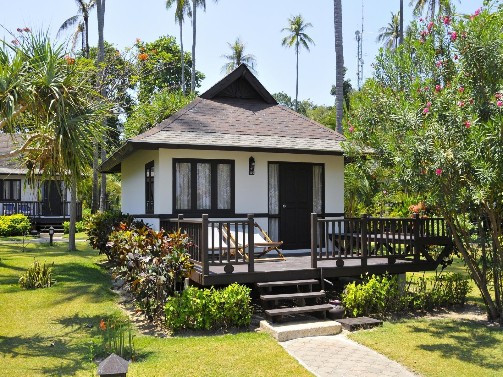 1 King Superior Bungalow Non-Smoking