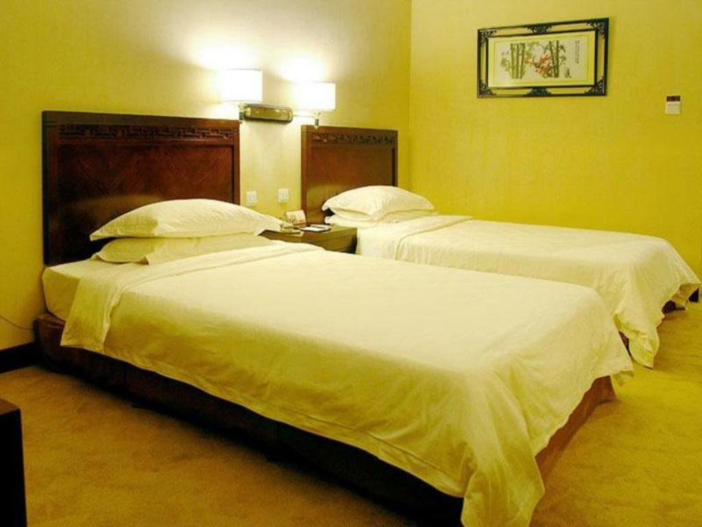 Hot Deal Queen or Twin - Bed July Plaza International Hotel