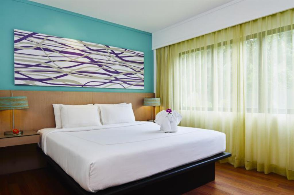 One-Bedroom Deluxe Suite - Bed Swissôtel Resort Phuket Kamala Beach Suites