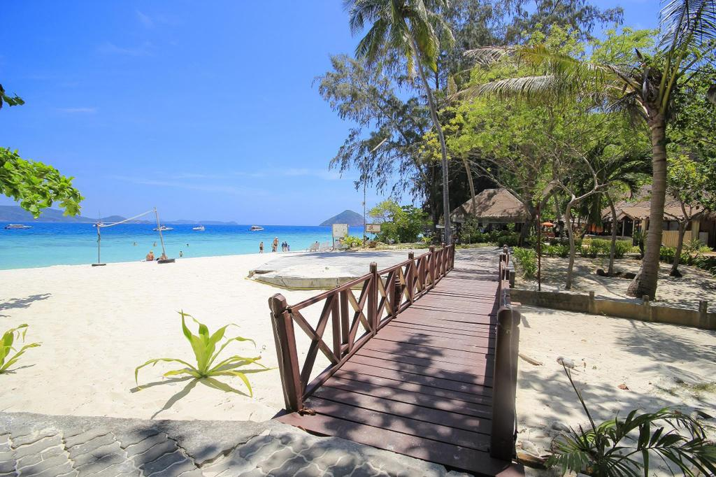 Beach Coral Island Resort