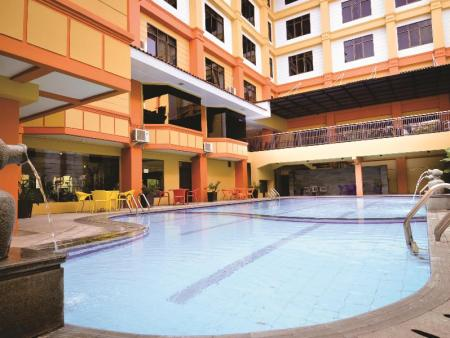 Swimming pool Garden Permata Hotel