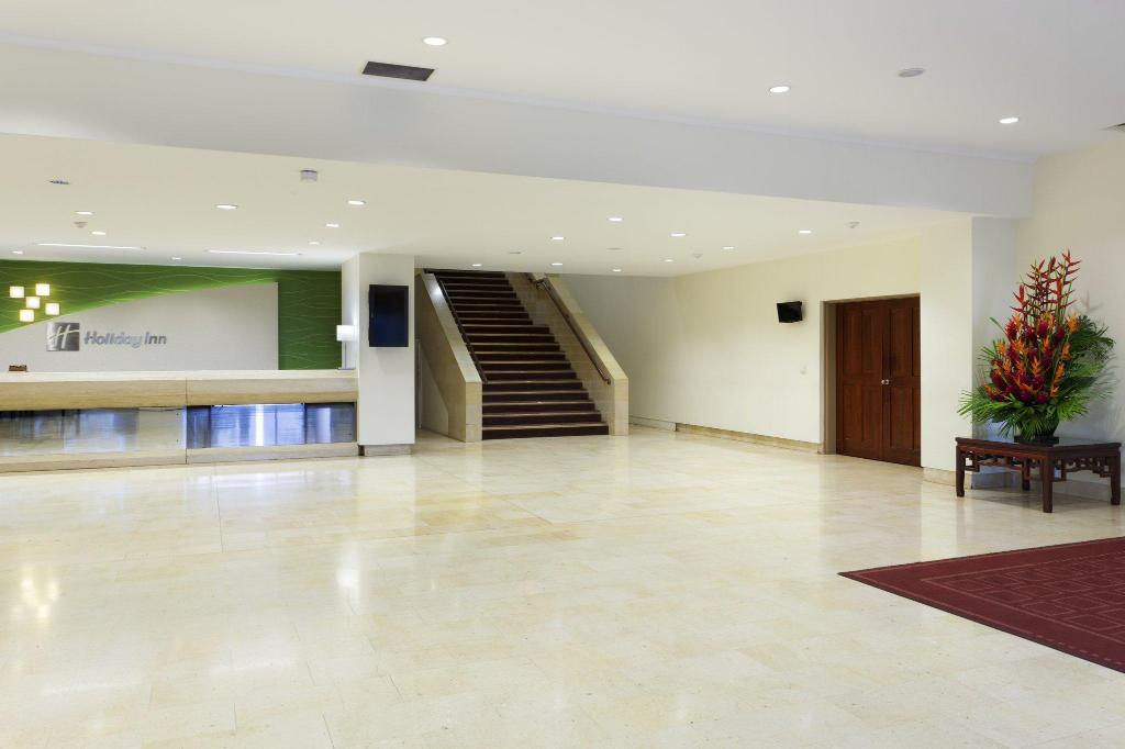 Lobby Holiday Inn & Suites Port Moresby