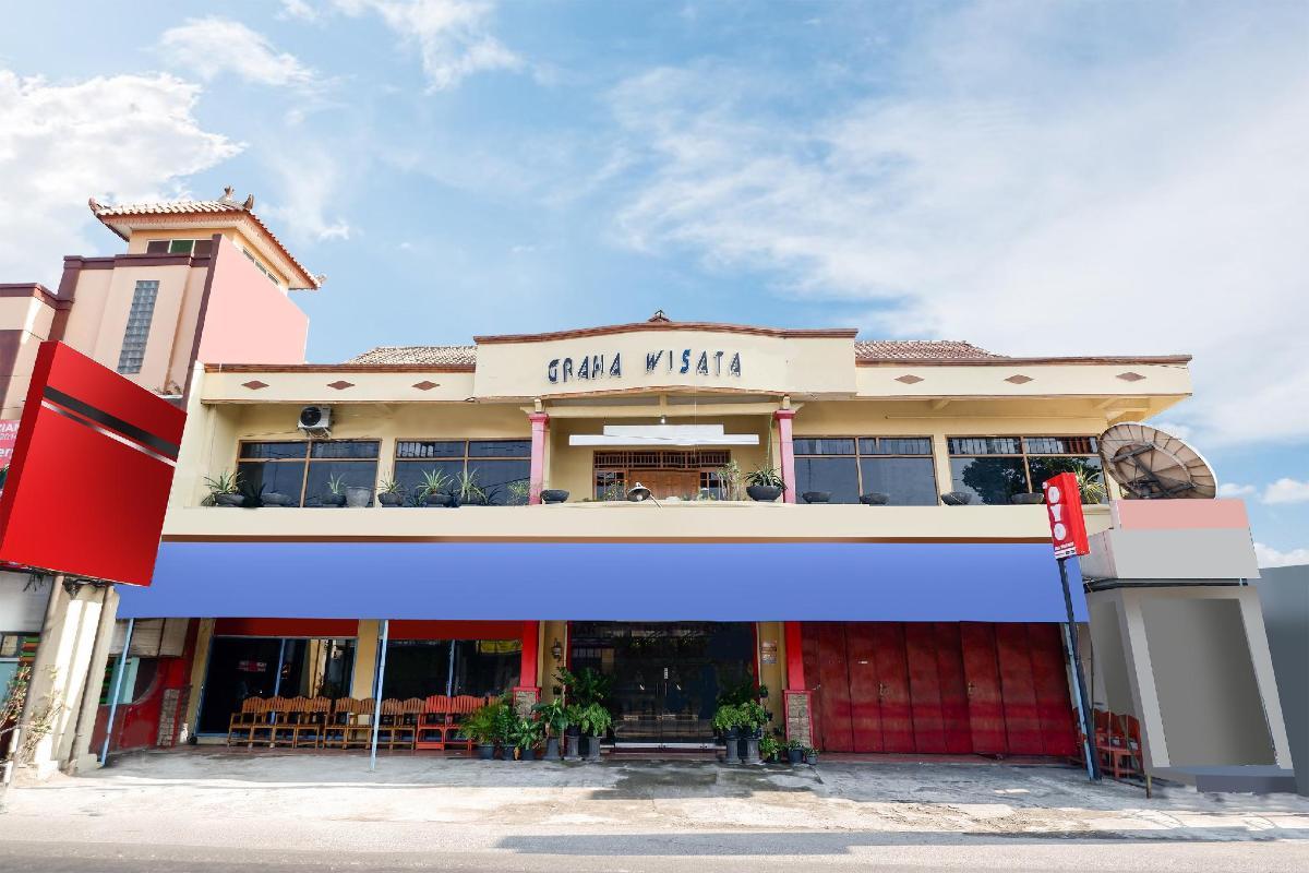 OYO 10 Graha Wisata Hotel in Solo (Surakarta) - Room Deals
