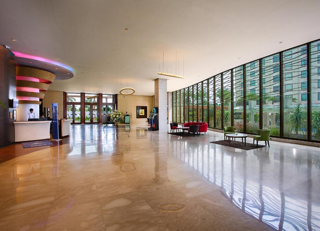Lobby Novotel Hyderabad Airport Hotel - An AccorHotels Brand