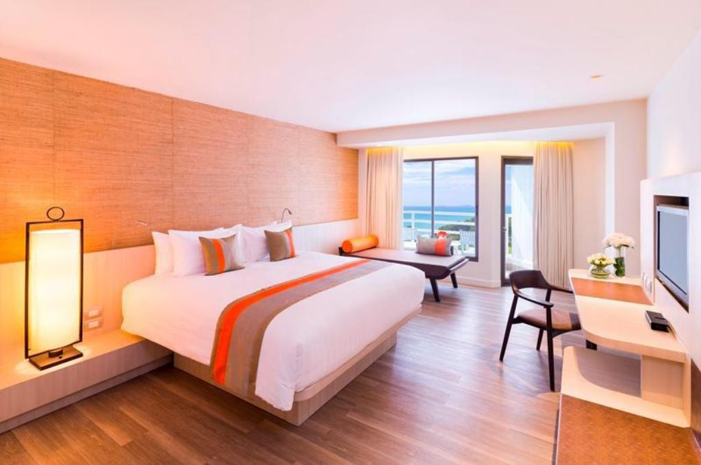 Deluxe Room - King Bed - View Pullman Pattaya Hotel G