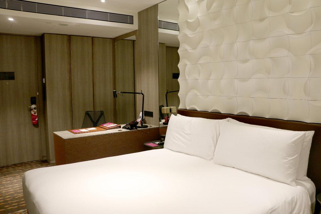 Business Room - Guestroom Crowne Plaza Changi Airport