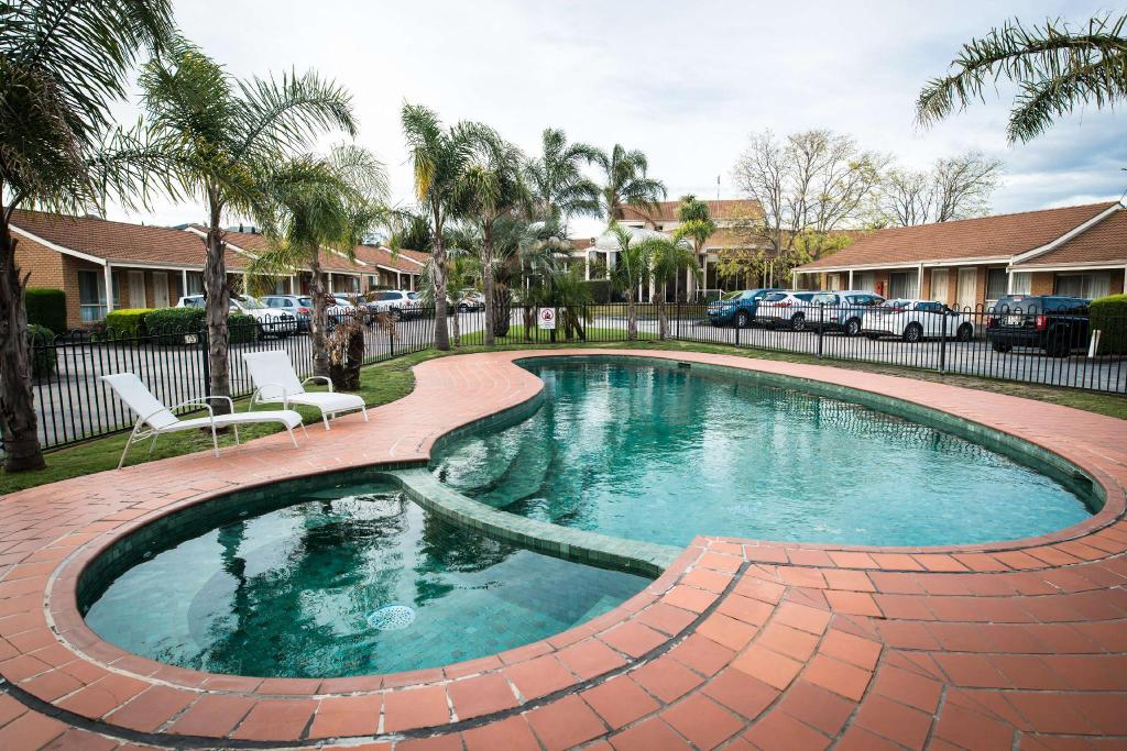 Swimming pool [outdoor] Best Western Melbourne Airport Motel and Convention