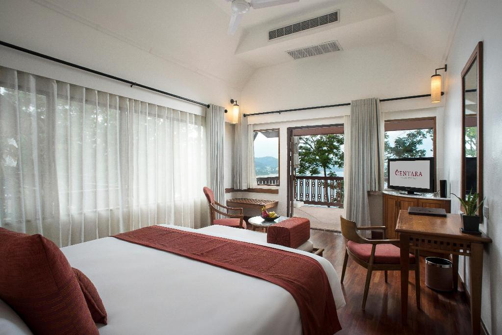 Deluxe Ocean Facing - Bed Centara Villas Phuket Hotel