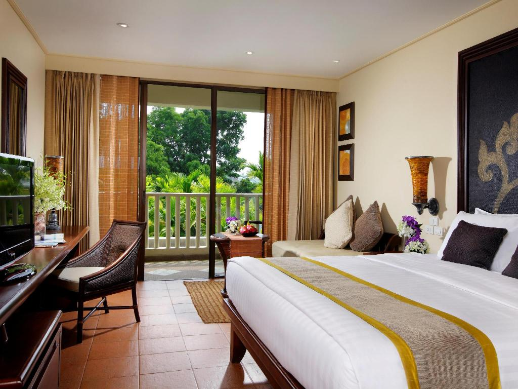 Superior numurs ar King izmēra gultu - Gulta Movenpick Resort & Spa Karon Beach Phuket