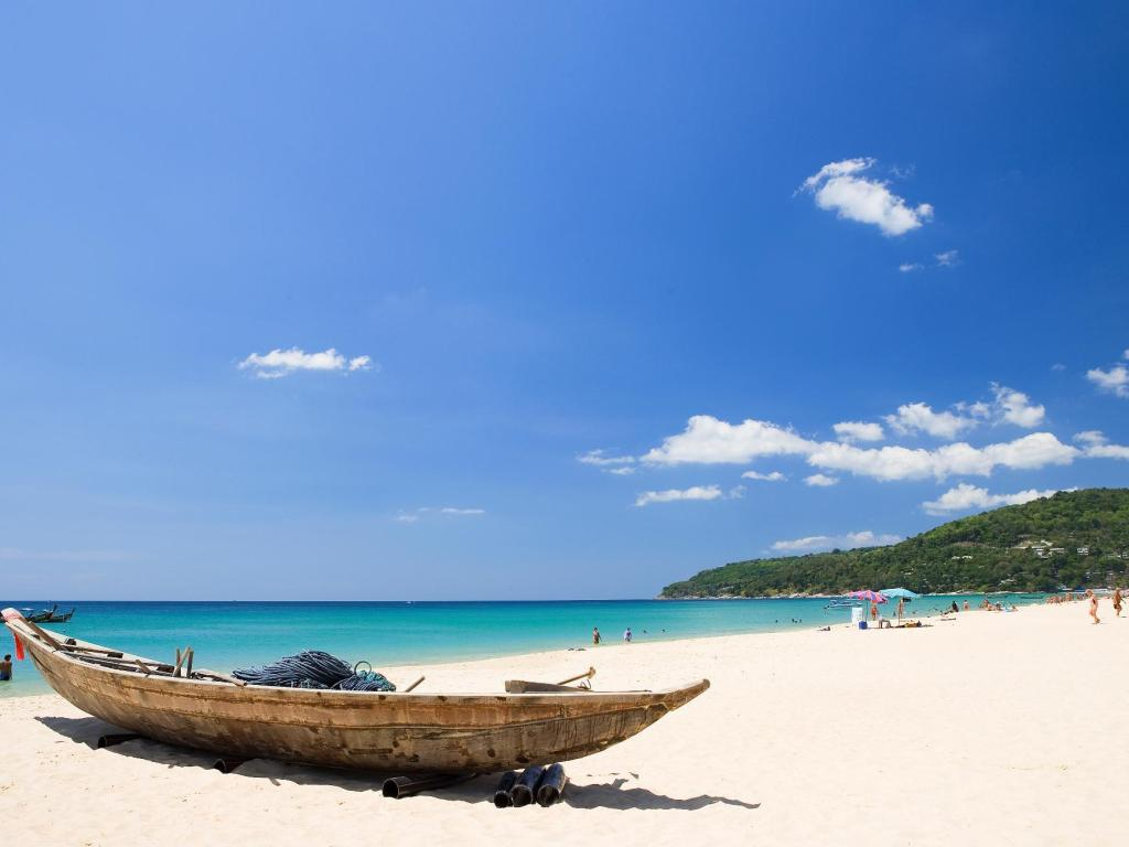 плаж Movenpick Resort & Spa Karon Beach Phuket